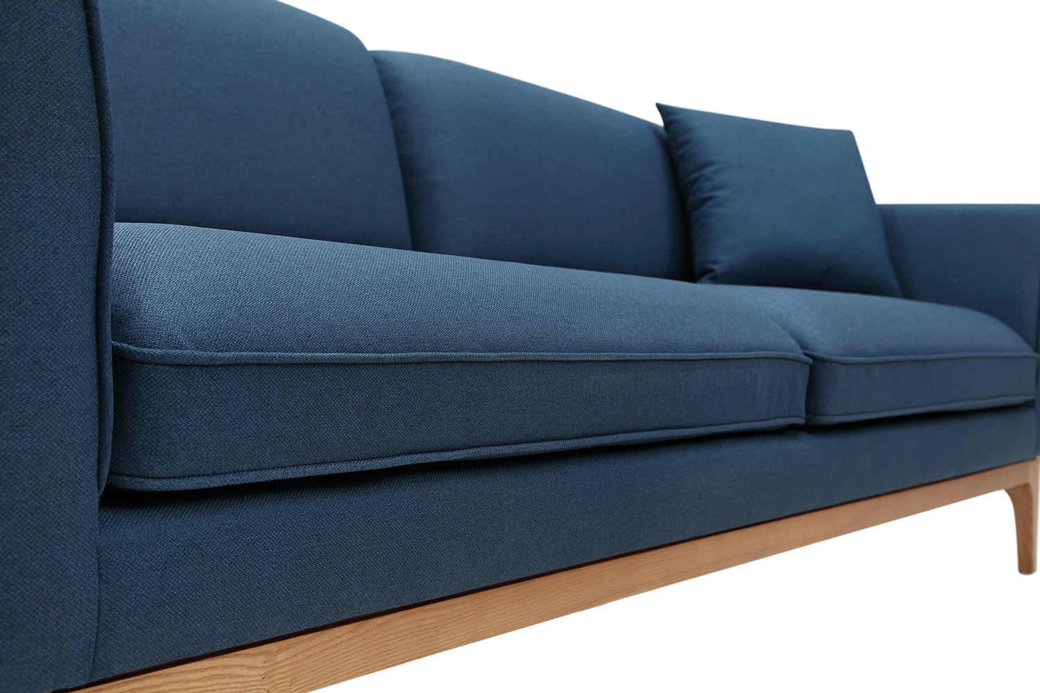 Canap design scandinave brenno dewarens for Canape confortable moelleux