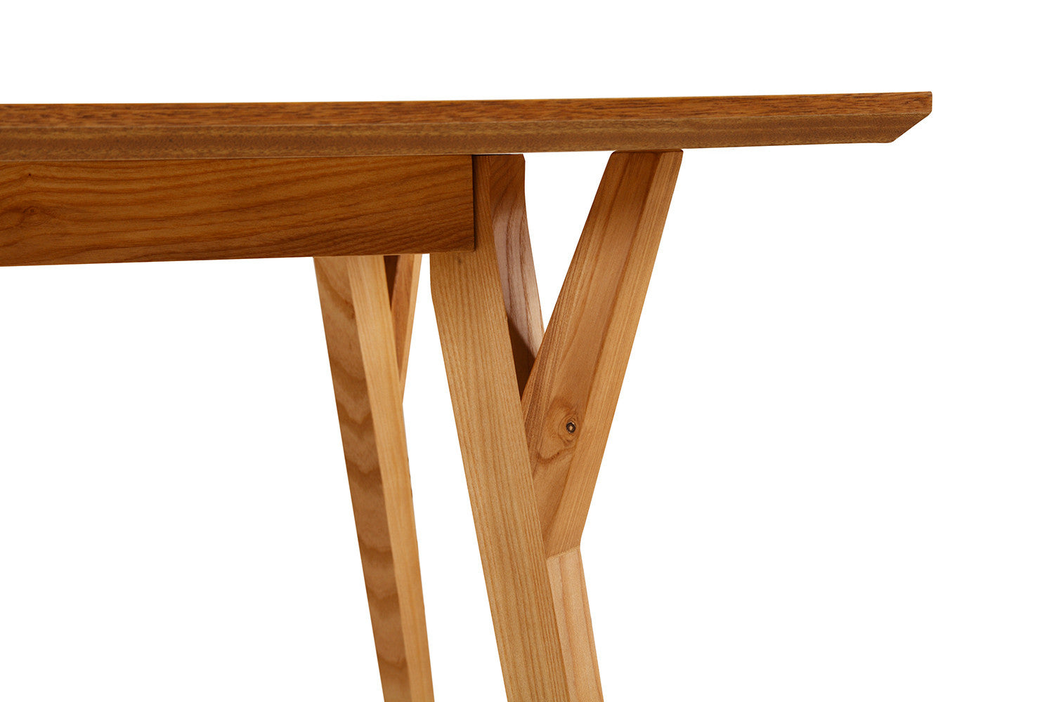 Table de salle manger scandinave en bois linth dewarens for Table scandinave bois