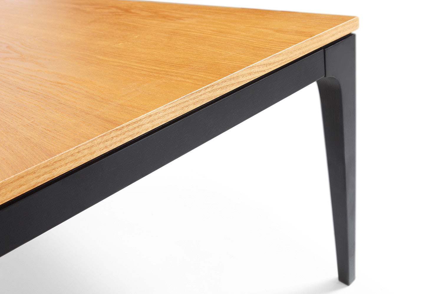 Table basse design en bois noire davos dewarens for Table basse noire design