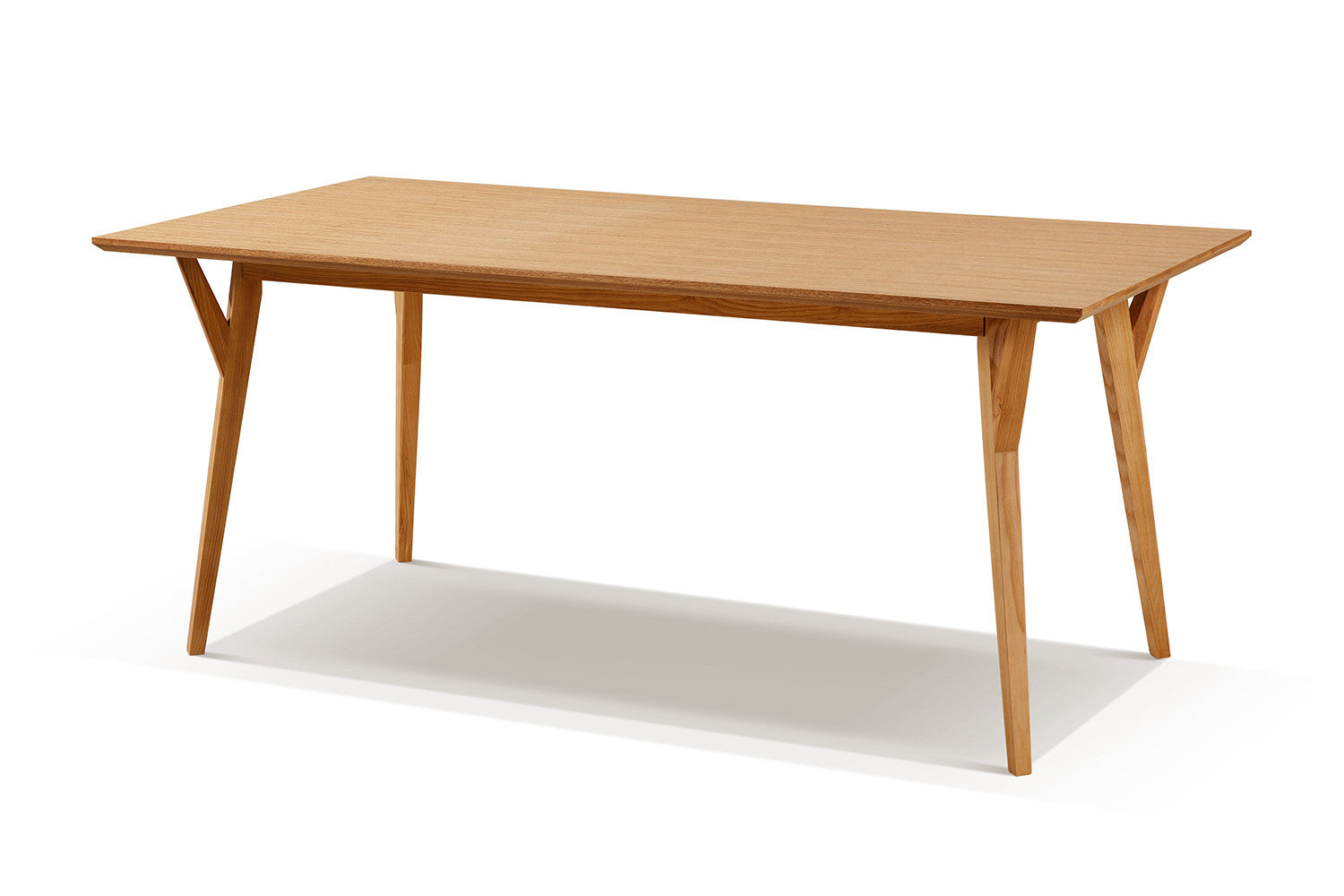 Table de salle manger scandinave en bois linth dewarens for Table a manger scandinave bois