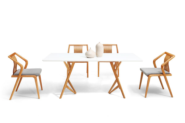 Table de salle manger design scandinave vispa dewarens for Table blanche salle a manger