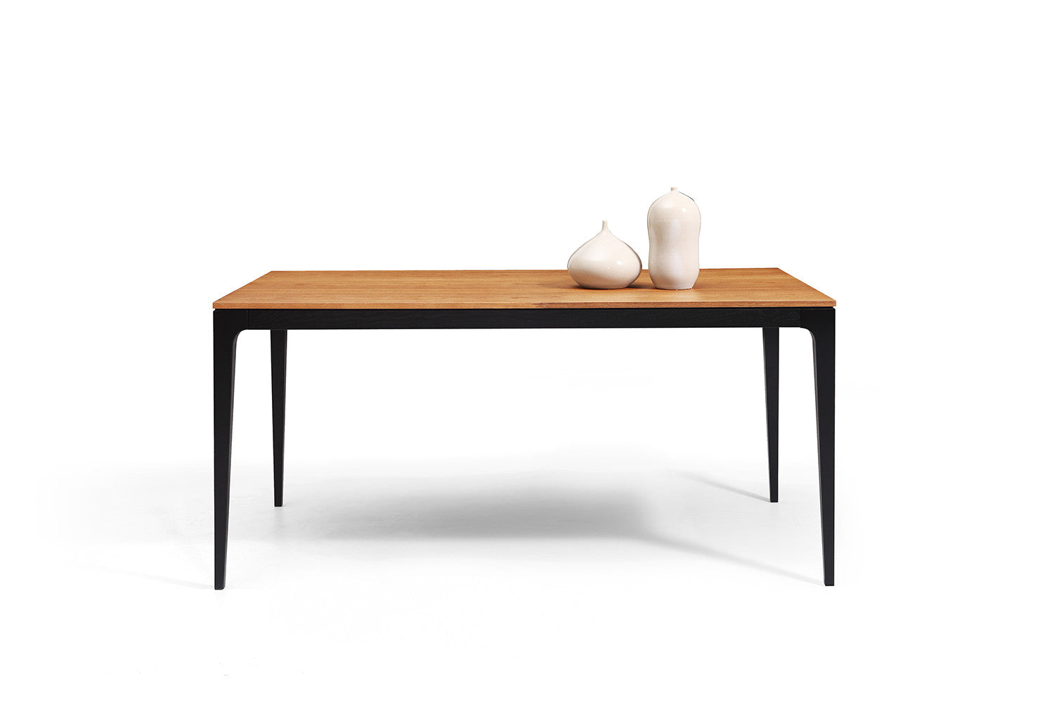 table de repas vintage scandinave noire et bois toss. Black Bedroom Furniture Sets. Home Design Ideas