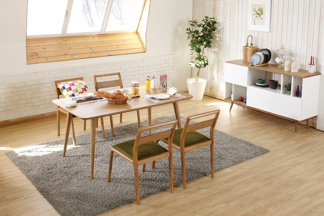 Table de salle manger design en bois julia dewarens for Table scandinave en verre