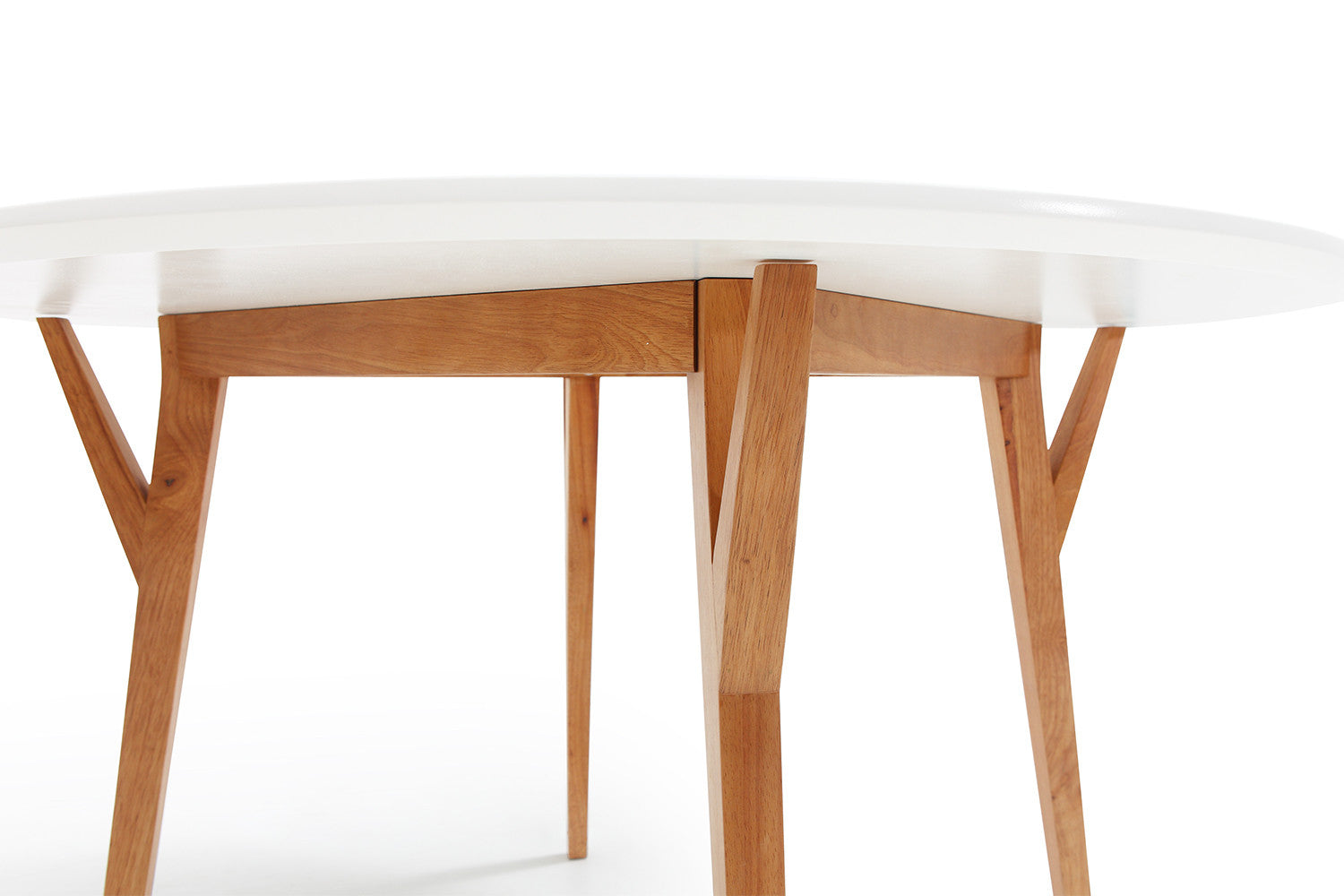 Table de salle manger ronde design scandinave moesa for Table ronde pour salle a manger