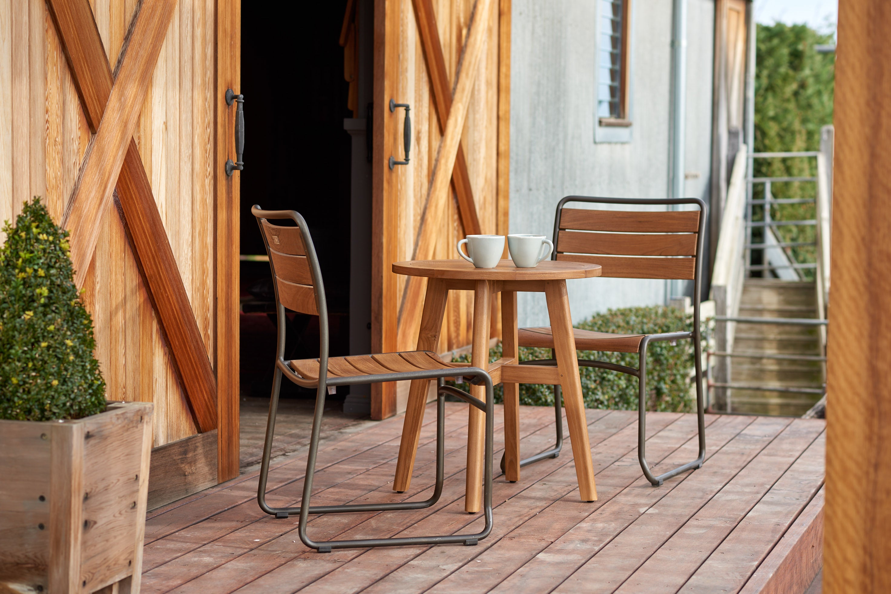 Sorrento chair + sorrento bisto table