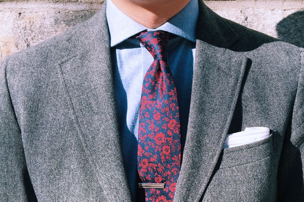 6a786731e06 We here at Spectre & Co., however, are big proponents of the four-in-hand  knot.