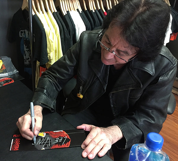 "Lee Ving Signing FEAR ""The Watch"" Vannen Packaing"