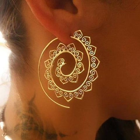 Oval spiral heart-shaped vintage earrings