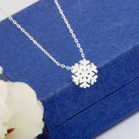 Simple Fashion Snowflake Women Necklace