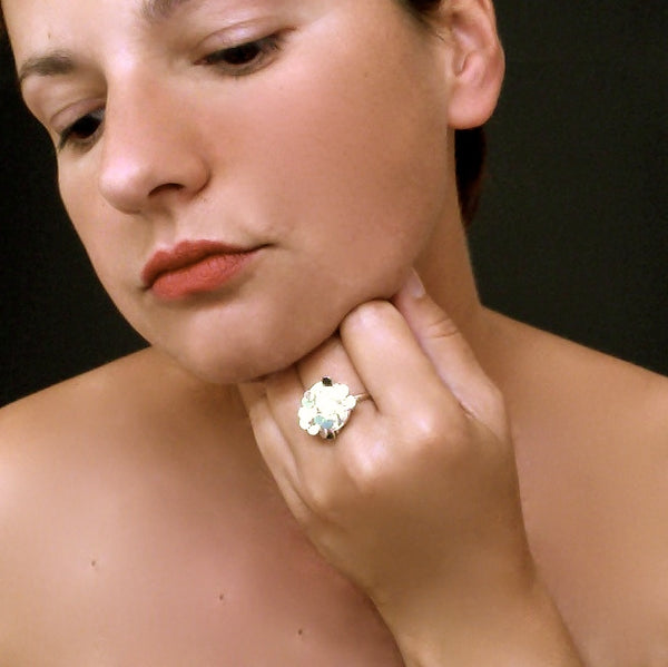 Symphony disc Ring, polished silver by Fiona DeMarco