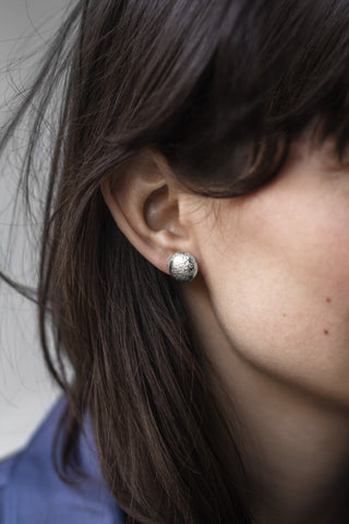 Moon Shell Stud