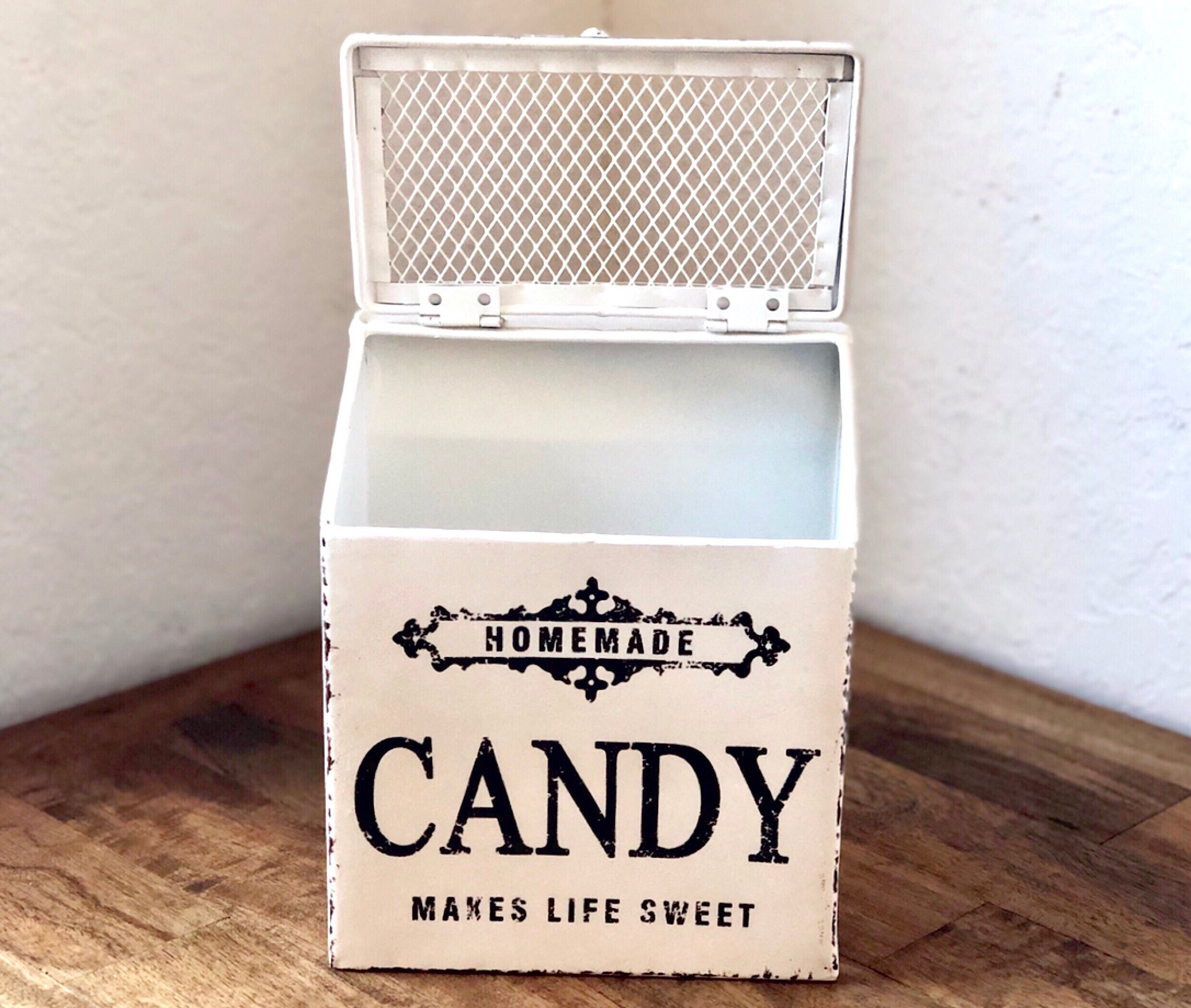 Vintage Style Candy Box with Optional Wrapping Kit