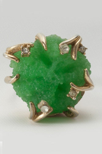 "<img src=""Vintage-1940-Peking-Glass-Claw-Ring-Close-Up.jpg"" alt=""Vintage 1940 Peking Glass Claw Ring Close Up"">"
