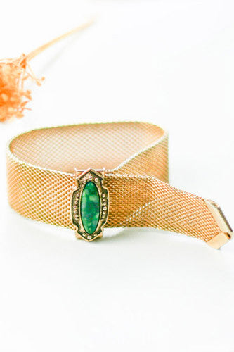 "<img src=""Vintage-1950-Sarah-Coventry-Mesh-Bracelet-Green-Stone.jpg"" alt=""Vintage 1950 Sarah Coventry Mesh Bracelet with Green Stone"">"