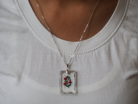Glass Red Flower Pendant Necklace