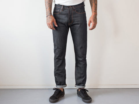 WOODLAND STRAIGHT. SUPER DARK RAW INDIGO SELVEDGE.