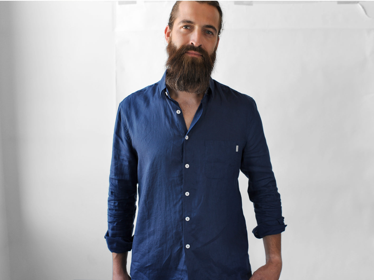 WILD HORSES. LINEN SHIRT. BRIGHT BLUE