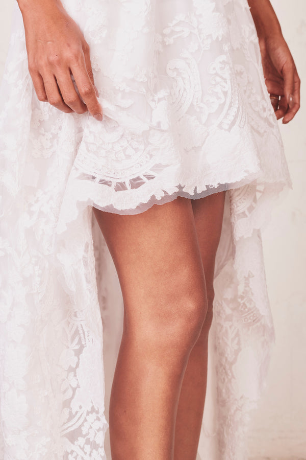 White lace high low skirt with elastic waist and scalloped edges