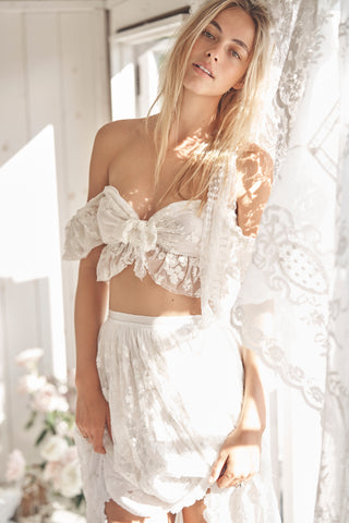White lace ruffle top with sweetheart neckline and puffed off the shoulder sleeves and front tie bow