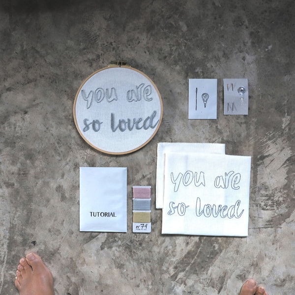 "Kit à broder ""you are so loved"""