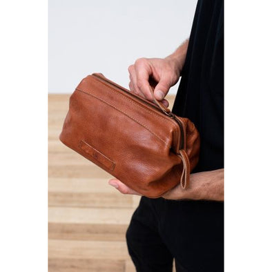 OLEN LEATHER DOPP KIT