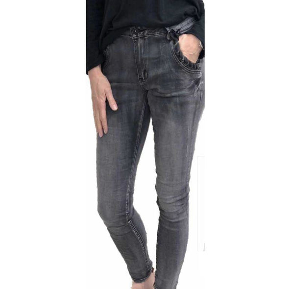 SERRA-BLACK DENIM BOYFRIEND  JEAN