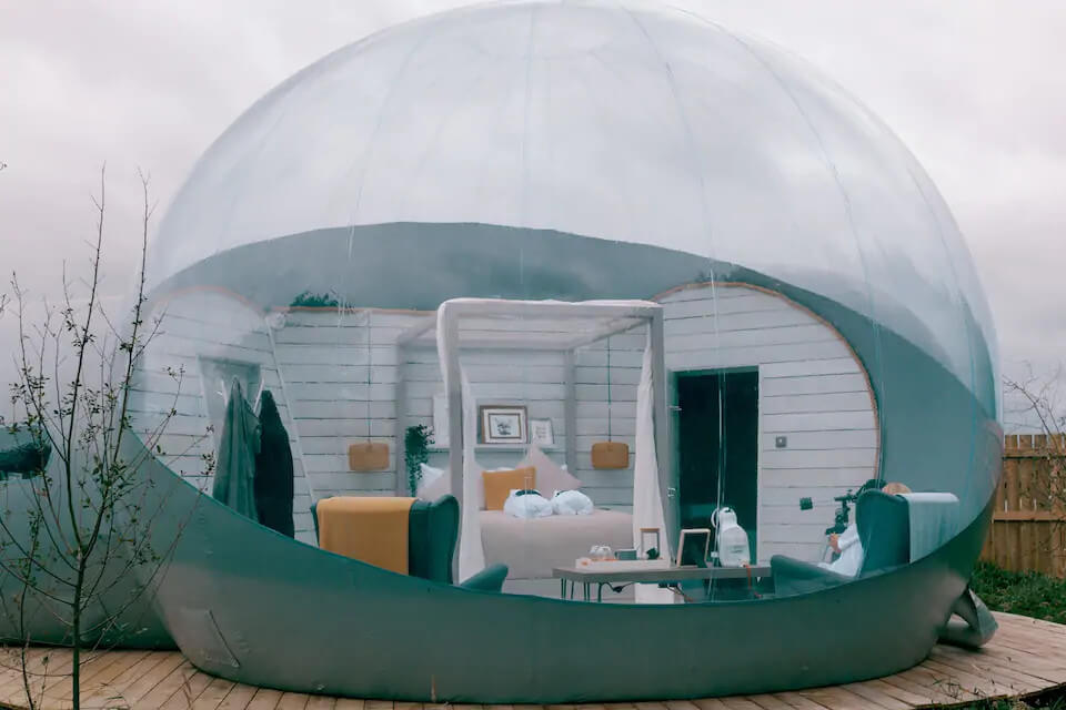 Eco retreats - Sustainable holiday accommodation - Foxborough bubble den during the day