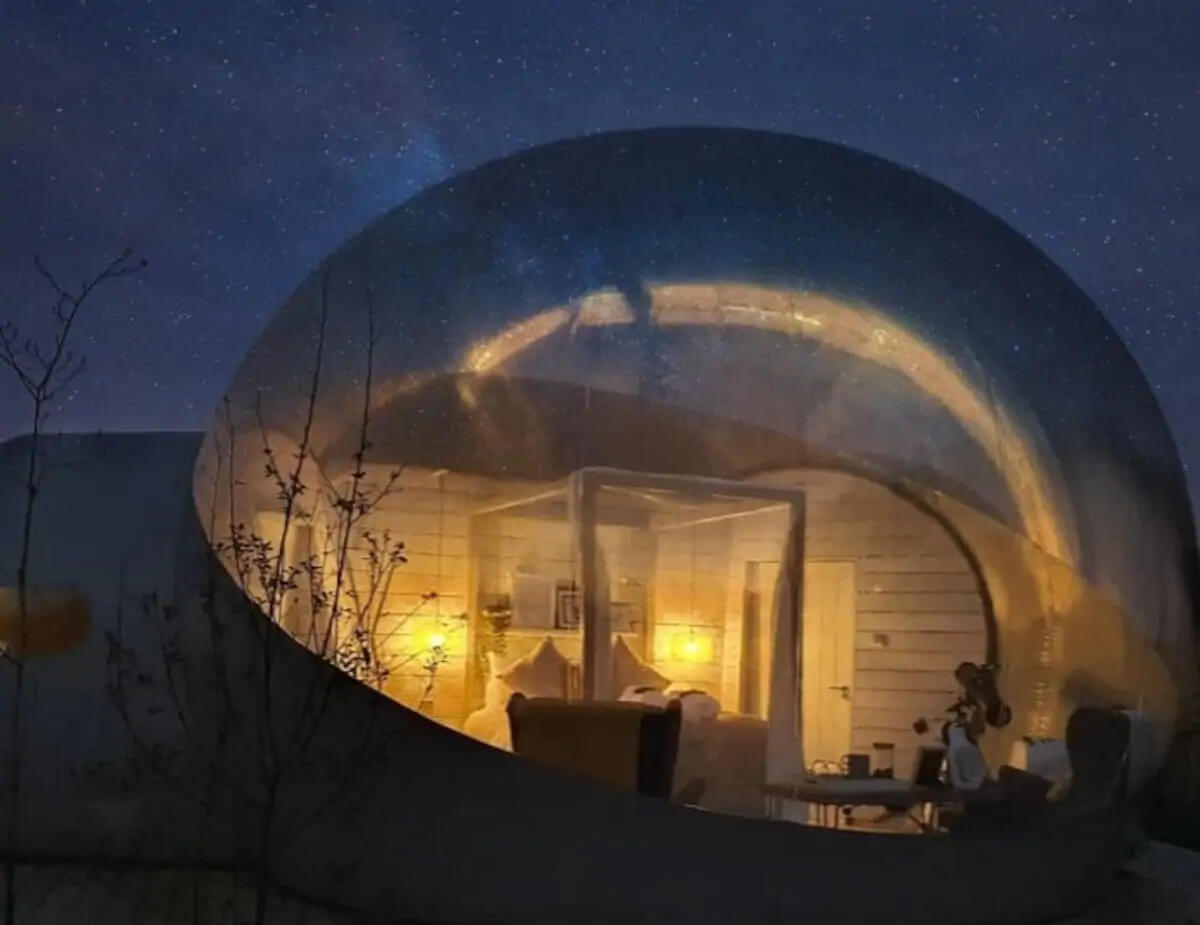 Eco retreats - Sustainable holiday accommodation - Foxborough bubble den at night