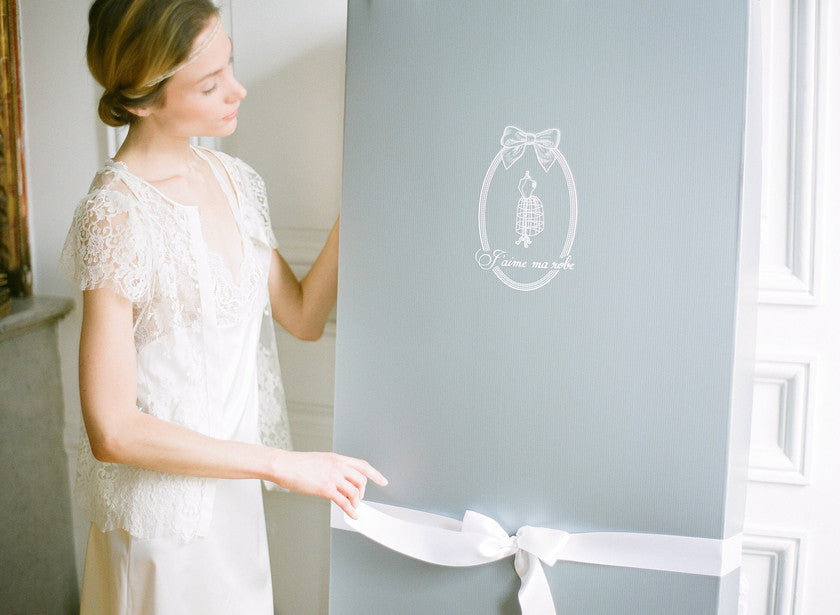 How to keep her wedding dress?