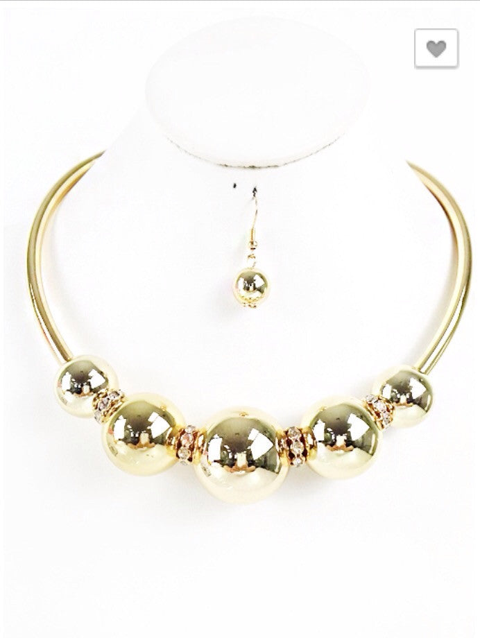 Ashley Gold Pearl Style Statement Necklace