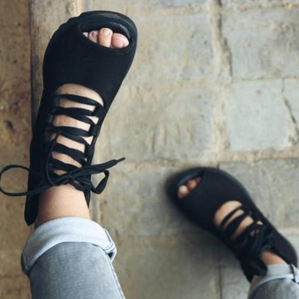 Flat bottomed large size bandage sandals