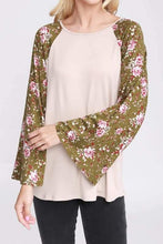 Load image into Gallery viewer, Floral Bell Sleeve Top