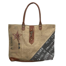Load image into Gallery viewer, Star key buckle tote🗝