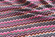 Load image into Gallery viewer, Honey, I see pyramids (Pink and Co) - Wool