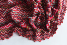 Load image into Gallery viewer, Honey, I see pyramids (Red and Co) - Wool