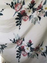 Load image into Gallery viewer, Stunning floral stretch cotton fabric