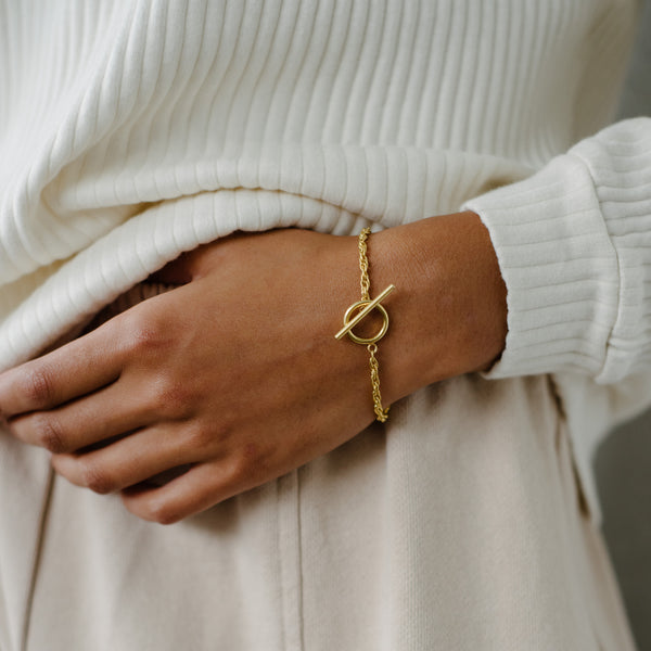 Naya Toggle Bracelet, Gold