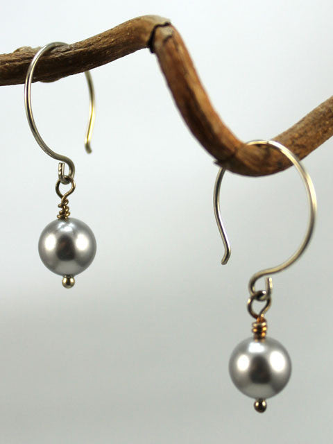 E058 Gray pearl drop earrings