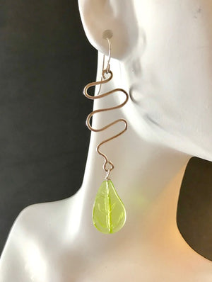 Wire squiggle etched green leaf drop earrings