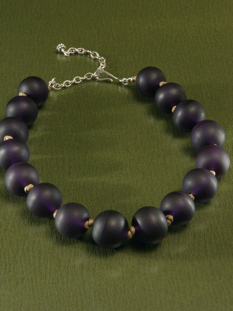 N061 Plum resin bead necklace