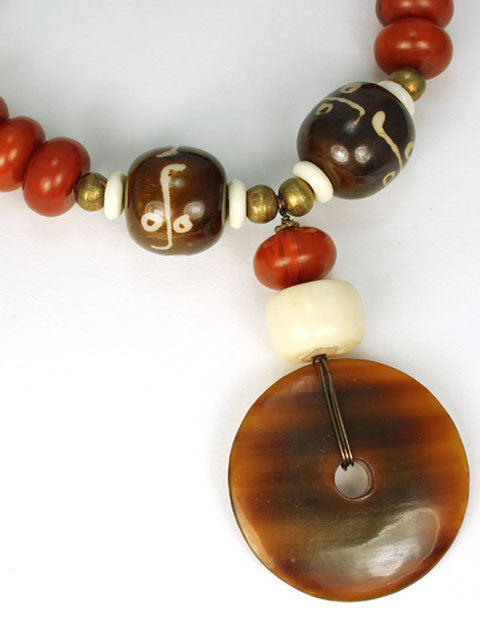 N152 Horn pendant with shades of brown necklace