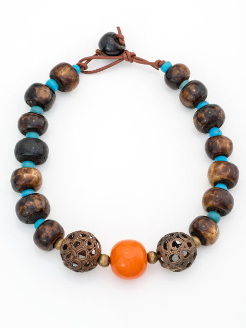 N153 Amber resin center bead necklace