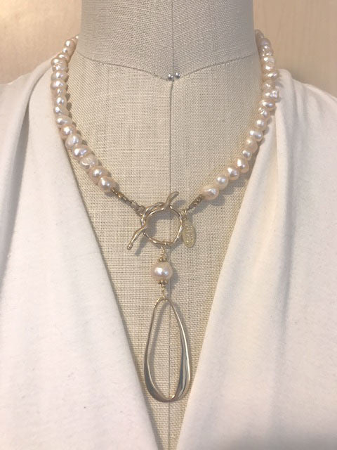Pink pearl and bronze front toggle necklace