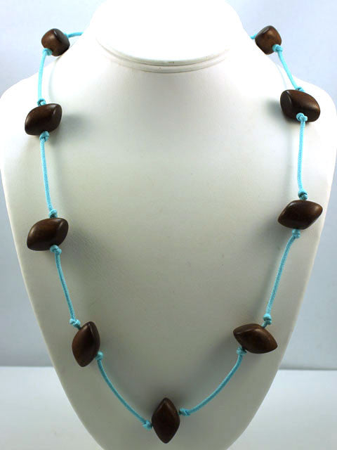 N033 Wood and cotton cord necklace