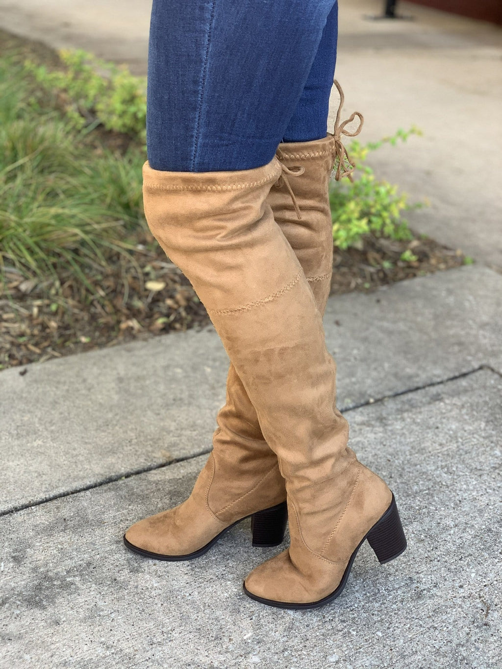 ROUND HERE BUZZ BOOTS-TAN - Infinity Raine