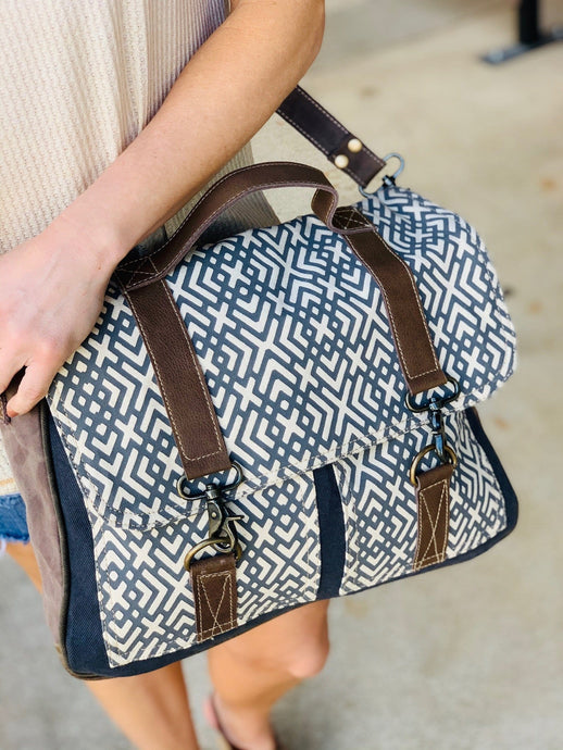 X DESIGN MESSENGER BAG - Infinity Raine