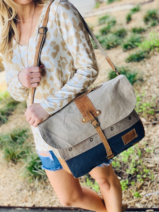 FLAPOVER MESSENGER BAG - Infinity Raine