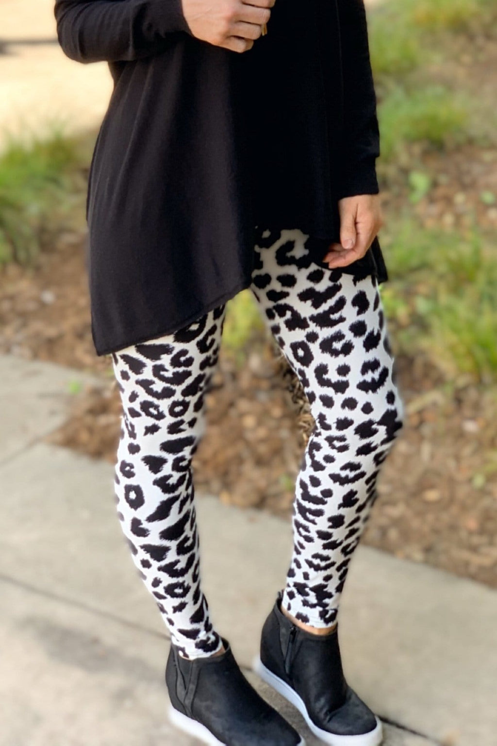 WILD RUN ANIMAL PRINT LEGGINGS-WHITE/BLACK - Infinity Raine