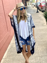 Load image into Gallery viewer, GET A MOVE ON PAISLEY PRINT KIMONO-NAVY/WHITE - Infinity Raine