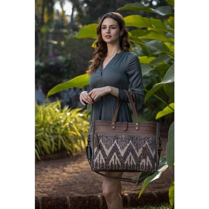 HOT BROWNIE WEEKENDER BAG - Infinity Raine